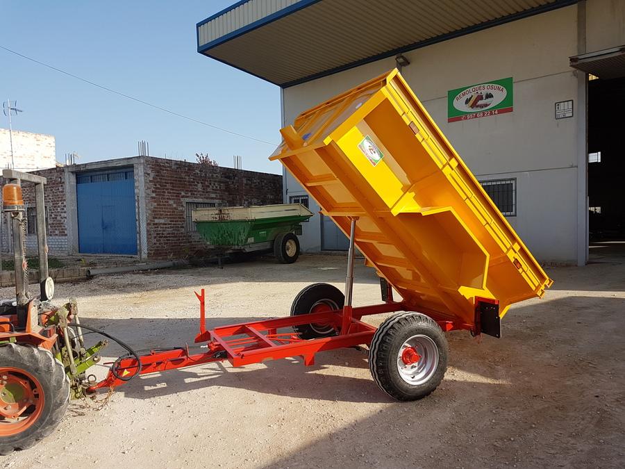 Vista lateral con tractor